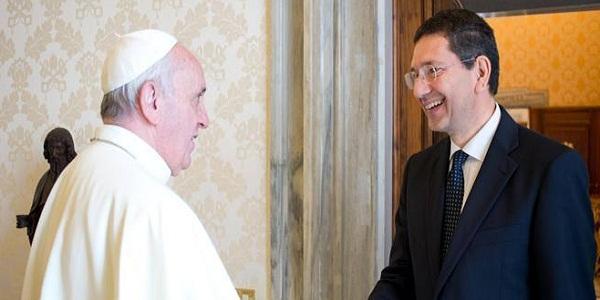 """Marino si difende dopo le polemiche   E bacchetta il Papa: """"Non avrei risposto"""""""