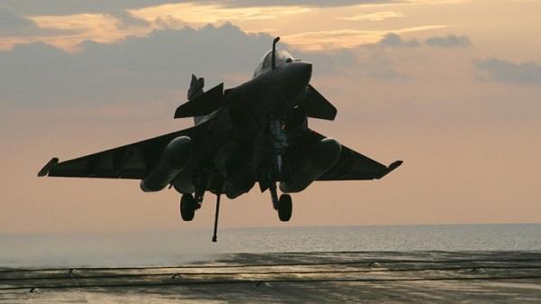 """Siria, la Francia attacca le roccaforti Isis  Valls: """"Colpiremo finché sarà necessario"""""""