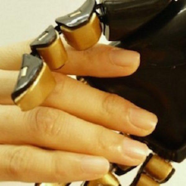 La prima pelle artificiale con il senso del tatto creata negli Usa