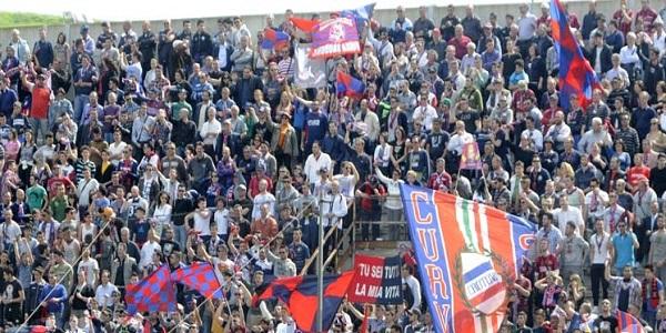 Serie B, il Crotone batte il Livorno 3 a 0 e vola al primo posto in classifica