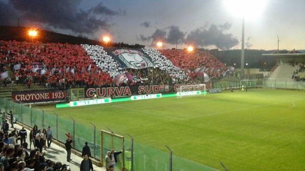 Il Crotone disintegra il Cagliari (3 – 1) e sogna la serie A