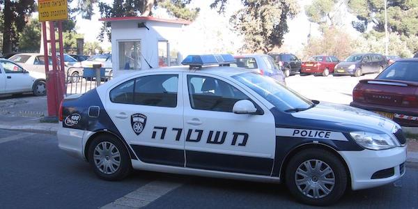 """Gerusalemme, spari e terrore: tre feriti   Assaltata la """"Spianata delle Moschee"""""""