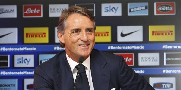 Mancini Calcagno, Mancini dito medio, Intervista manchi mediaset, mikaela Calcagno