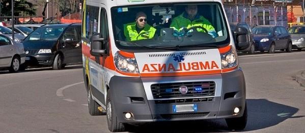 Cosenza, auto di giovani finisce in un burrone | Morto un 21enne, si indaga sull'incidente