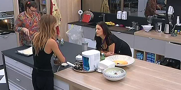 """Gossip Grande Fratello 14, Barbara contro Federica: """"Stai lontana da Manfredi…"""""""