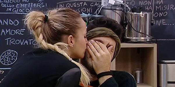 Gossip Grande Fratello 14, Rossella stuzzica Simone ma lui non sembra gradire…