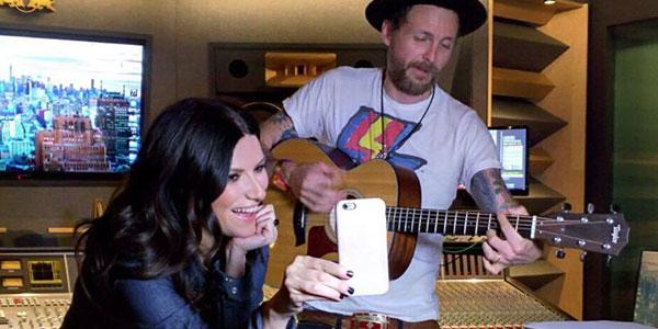 """Laura Pausini, """"Innamorata"""": la canzone scritta da Jovanotti per """"Simili"""" /VIDEO"""