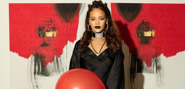 """Rihanna svela la cover di """"Anti"""", il suo nuovo album: dipinti a olio e poesie in Braille"""