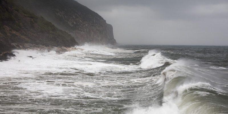 Turista veneta muore travolta dalle onde | Inutili i soccorsi di una coppia di amici