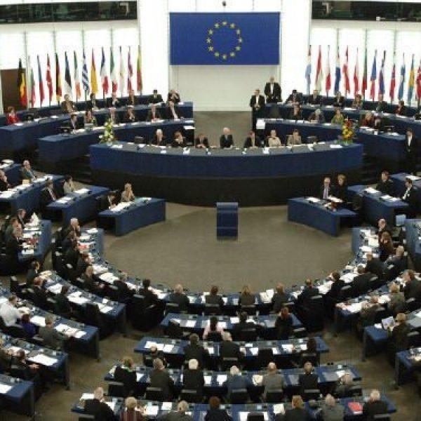 UE, scandalo rimborsi all'Europarlamento | Sotto accusa il Front National e lo Ukip di Farage