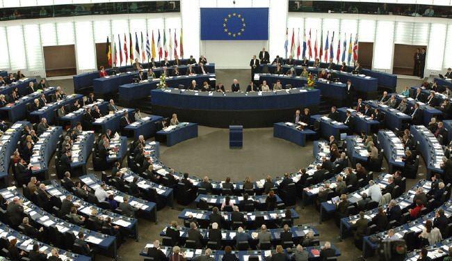 Strasburgo, l'Europarlamento approva la direttiva sul copyright