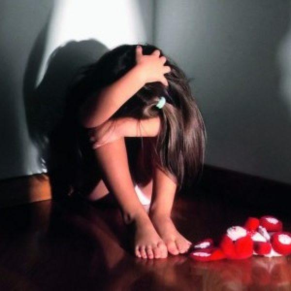 Salerno, schiaffi e insulti ai bambini: maestra sospesa