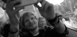 Torna-Bridget-Jones-Ed-Sheeran-sul-set-del-film-selfie-con-Renee-Zellweger