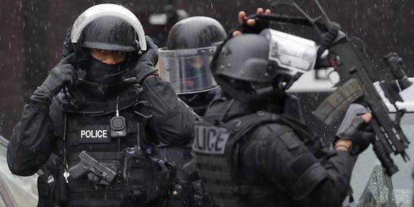 6 soldati travolti parigi, attentato levallois-perret, attentato soldati parigi, auto contro soldati parigi, parigi attentato, sparatoria parigi, Terrorismo Parigi
