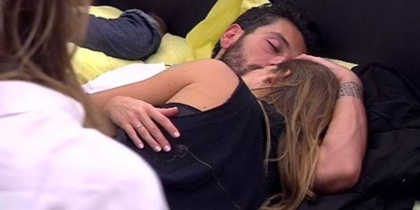 Gossip grande fratello 14 coccole e baci tra alessandro e - Fratello e sorella a letto insieme ...
