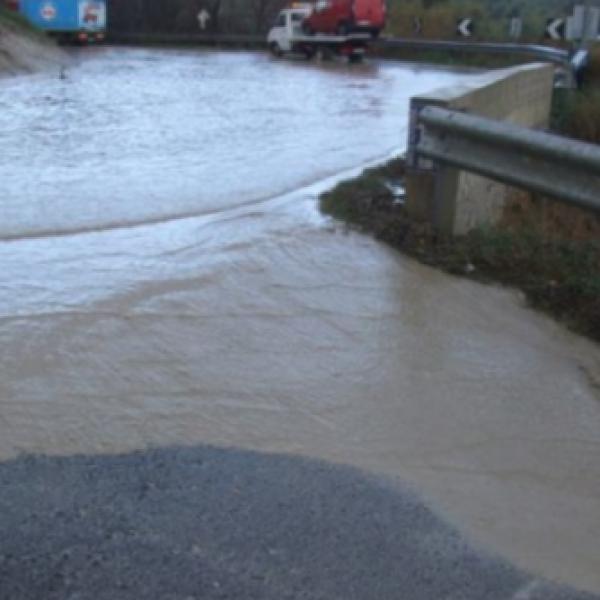 Maltempo, allerta in molte regioni. Le alluvioni trasformano le strade in fiumi