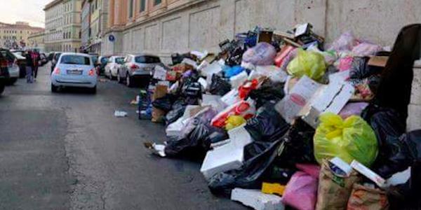Livorno invasa dai rifiuti, ormai è emergenza | Chiesto il concordato preventivo dell'Aamps