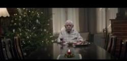 nonno si finge morto, Natale, spot di Natale nonno, pubblicità di Natale, pubblicità di Natale della Edeka, spot di Natale della Edeka, Edeka catena di supermercati tedesca, video del nonno che fa impazzire il web, video nonno che si finge morto, video di Natale della Edeka, video che commuove il web, video che commuove il mondo, Youtube, video Youtube, video Youtube nonno che si finge morto, video Youtube nonno Edeka, si24 video, si24 spot Natale, si24 costume e società