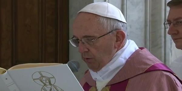 papa francesco apre la porta santa roma