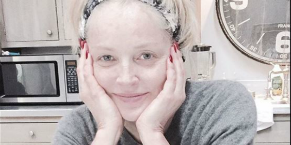 Sharon Stone senza trucco: il selfie conquista il web