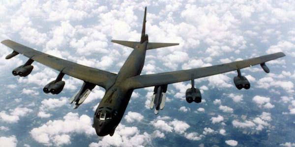 Usa-Corea del Nord, la partita a scacchi continua | Un B-52 statunitense sfida i confini di Pyongyang