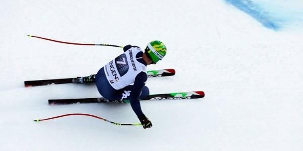 Sci, Dominik Paris cade e si fa male: a rischio per l'ultima discesa libera di stagione