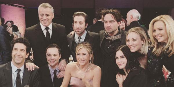 """""""Friends"""", la reunion è con il cast di """"The Big Bang Theory"""" FOTO"""