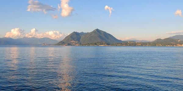 Cadavere di donna trovato su spiaggia del lago Maggiore