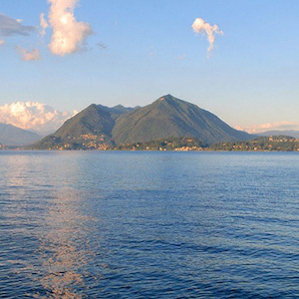 Lago Maggiore, muore centauro travolto da frana |I massi caduti sulla strada provocano due feriti