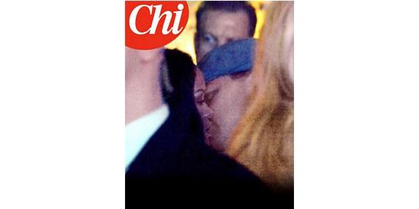 Leonardo Di Caprio e Rihanna paparazzati mentre si baciano a Parigi