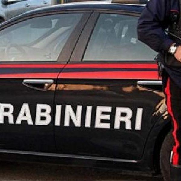 Taranto, famiglia sequestrata da cinque rapinatori | Intervengono i carabinieri e i malviventi sparano