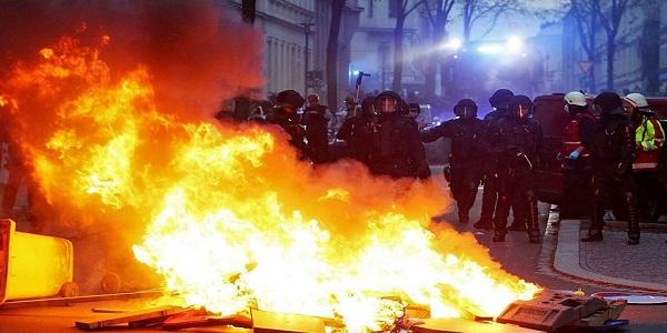 Disordini a Lipsia, arrestate 211 persone | Partecipavano al corteo anti-immigrazione