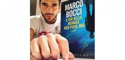 marco-bocci-selfie-con-il-libro-a-tor-bella-monaca-non-piove-mai