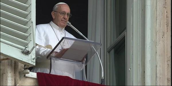 papa Francesco, Angelus, angelus migranti, Francesco ponti migranti, Papa Francesco rifugiati, galantino contro mafiosi, cei contro mafiosi