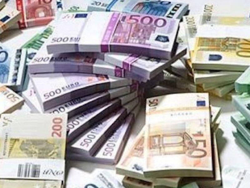 ue rivede a ribasso pil italia, frena crescita economica italia, incertezze interne e europee pesano su pil italia