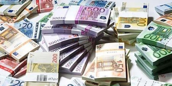 Chieti, trova 14 mila euro e li riconsegna