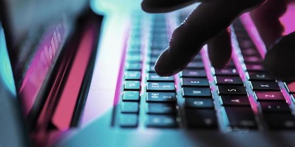 frodi informatiche, sequestrati 21 siti internet, sequestro siti brescia, sequestro siti frodi informatiche