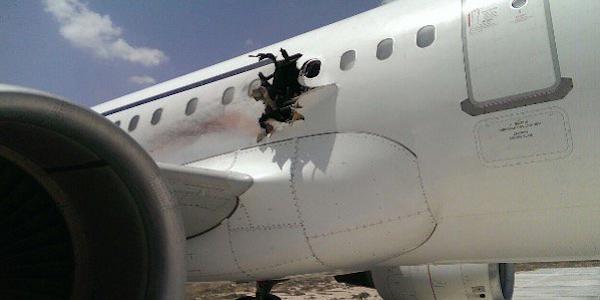 Somalia, tragedia su un volo Dallo Airlines | Esplode una bomba in cabina, un ferito grave