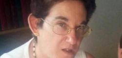 """Secondo la ricostruzione del pm Giuseppe Ferrando, Gloria Rosboch voleva denunciare Defilippi, suo ex allievo, per una truffa da 187 mila euro. La donna scomparve da Castellamonte il 13 gennaio 2016 e fu ritrovata il 19 febbraio successivo nella cisterna di una discarica abbandonata nelle campagne di Rivara, a pochi chilometri. """"Per me questa sentenza è falsa, troppo bassa"""", ha dichiarato l'anziana mamma della vittima. Il suo legale di parte civile, Stefano Caniglia, ha aggiunto: """"L'ergastolo, così come richiesto dal pm, ci sembrava più adeguato"""". Secondo il legale di Defilippi, Giorgio Piazzese, """"siamo riusciti a fare comprendere al tribunale che, al di là delle istanze soltanto repressive dell'opinione pubblica, Defilippi può essere restituito alla società civile e merita di avere una seconda opportunità quando sarà entrato in un'altra fase della propria vita"""". Piazzese ha definito la sentenza """"una decisione equilibrata che guarda al passato ma anche al futuro"""". """"Non posso non essere orgoglioso - ha ancora detto - del lavoro che abbiamo fatto in questi pochi mesi, nei quali siamo riusciti a riprendere e ricostruire una vicenda che, quando sono intervenuto, era totalmente perduta""""."""