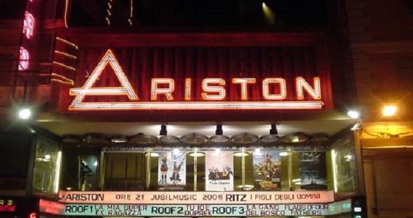 Sanremo, tensione davanti all'Ariston | Un egiziano tenta un'irruzione: bloccato