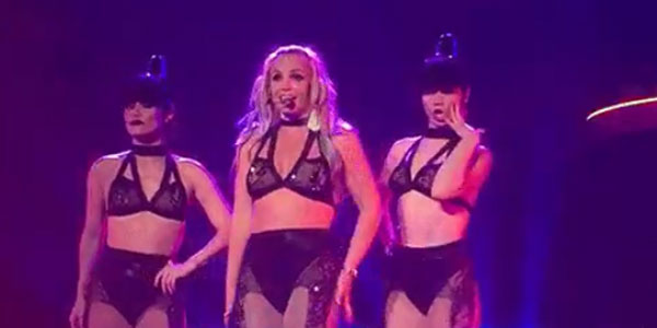 """L'appello di Britney Spears: """"Cerco ragazzo sexy superdotato"""" /VIDEO"""