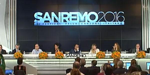 Sanremo 2016, tutto pronto per iniziare la gara | Stasera canteranno i primi dieci Campioni