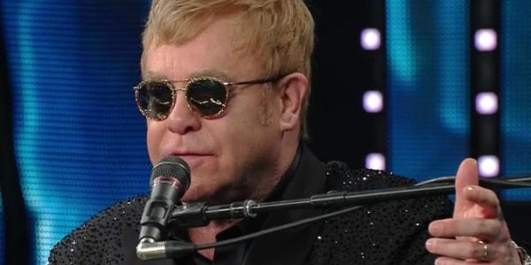 Elton John: paura per sua salute, colpito da infezione in Sudamerica