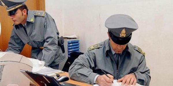 Pesaro, falso promotore finanziario truffa 300 clienti: arrestato