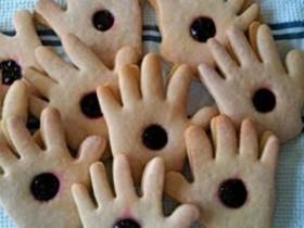 indignazione-su-facbeook-per-i-biscotti-di-padre-pio-ma-si-tratta-di-una-bufala