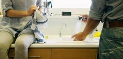 lavare-i-piatti-e-mantenere-pulita-la-cucina-aiuta-a-ridurre-le-calorie