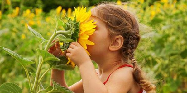 Arriva la primavera e aumenta il rischio allergie nei bimbi. Ecco alcuni utili consigli