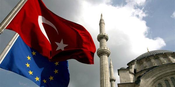 Terrorismo, allarme attentati in Turchia. Rinviato il derby Galatasaray – Fenerbahce