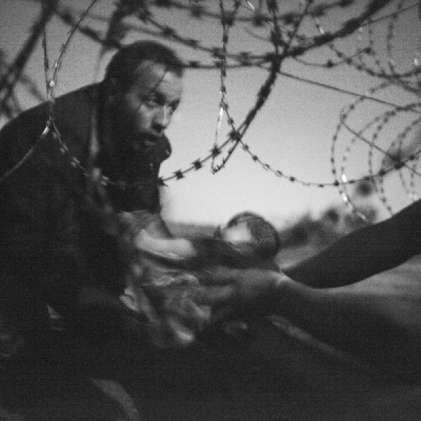 Lo scatto che ha commosso il mondo | La foto vincitrice del World Press Photo 2016