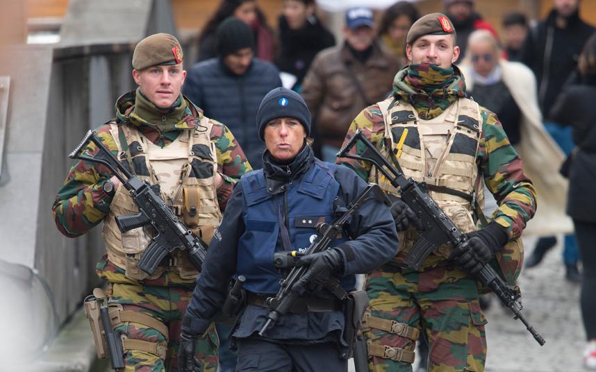 Belgio, rilasciate le due persone fermate   I terroristi sono ancora in fuga